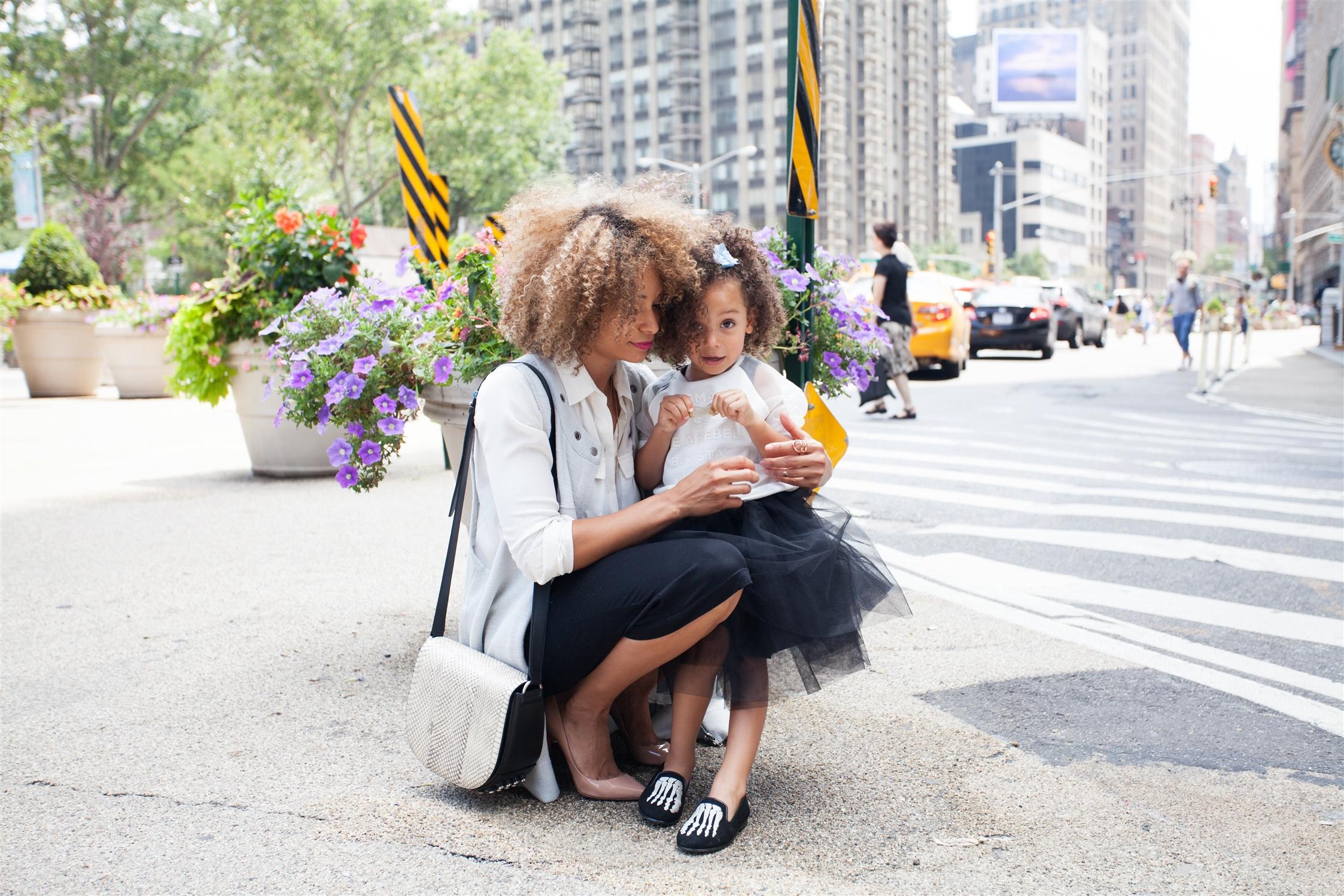 petite fille avec sa maman